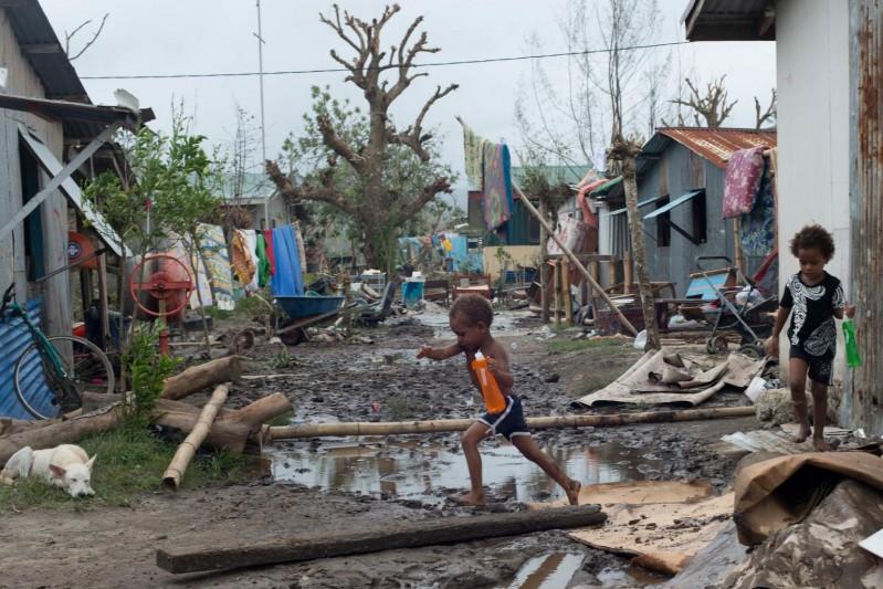 Niemal 60 000 dzieci w Vanuatu potrzebuje natychmiastowej pomocy po przejściu cyklonu Pam