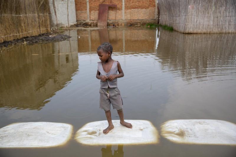 UNICEF Polska | Miliard dzieci narażonych na bardzo poważne skutki kryzysu klimatycznego