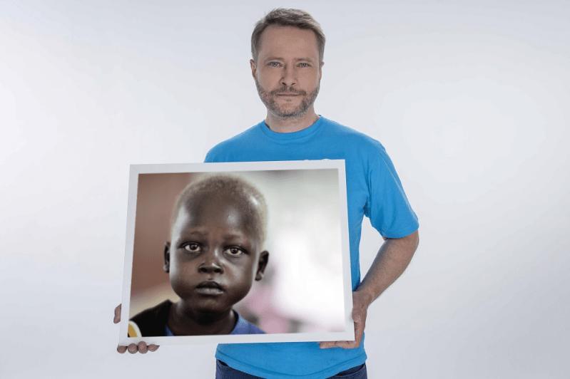 Artur Żmijewski apeluje o pomoc dla dzieci w Sudanie Południowym