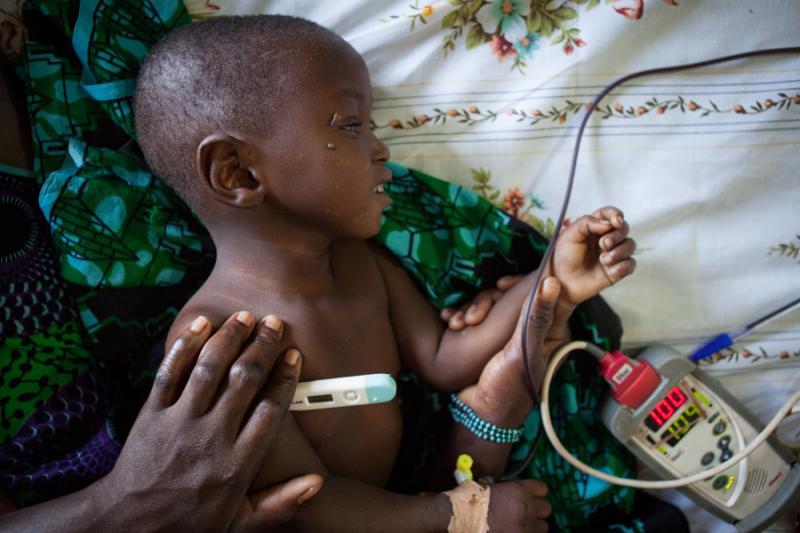 walka o zycie dziecka w Mali