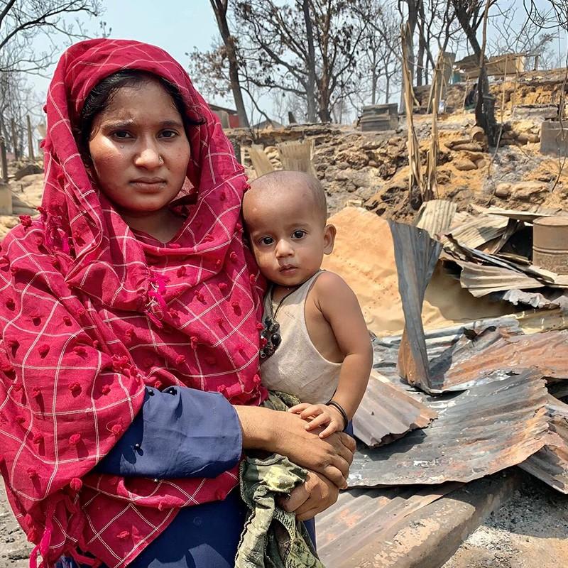 Rohingja - domy tysięcy uchodźców doszczętnie spłonęły