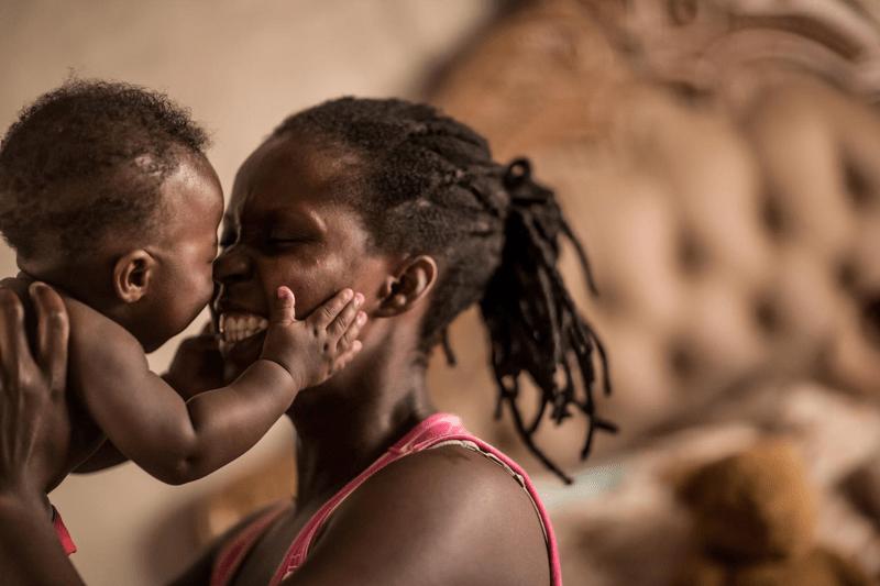 Światowy Dzień Walki z AIDS UNICEF pomaga dzieciom