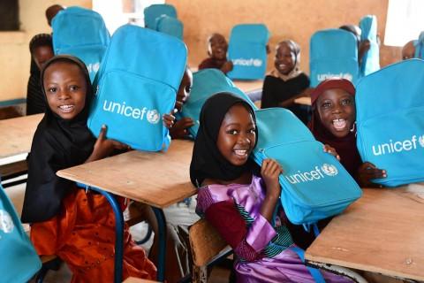 UNICEF Polska - Podaruj dziecku Prezent życia!