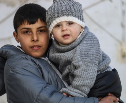 """""""Teraz mogę chodzić do szkoły"""" - UNICEF dostarcza zimowe paczki dla dzieci w Syrii"""