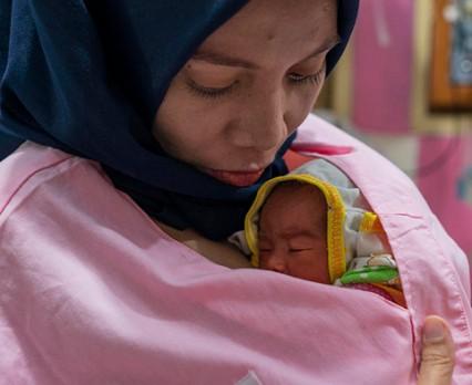 Raport ONZ: Obecnie udaje się uratować więcej kobiet i dzieci niż kiedykolwiek wcześniej