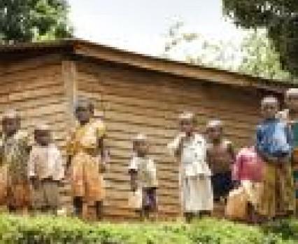 Ubóstwo, wojny oraz HIV/AIDS zagrażają prawie połowie dzieci na świecie