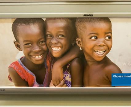 Kampanie UNICEF Polska na nośnikach OOH iDigital Stroer Media