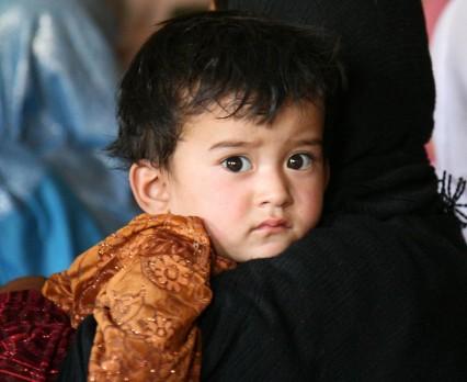 Dzieci odcięte od pomocy na skutek trzęsienia ziemi w Afganistanie i Pakistanie