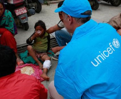 Niemal milion dzieci w Nepalu potrzebuje natychmiastowej pomocy. UNICEF Polska apeluje o wpłaty.