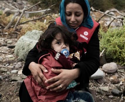 Zima i restrykcje na granicach zagrażają dzieciom uchodźców i migrantów