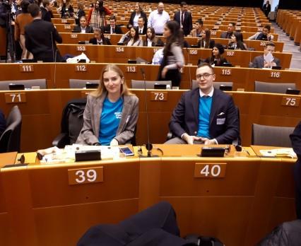 Ochrona środowiska, edukacja, zdrowie i kształtowanie kluczowych kompetencji to najważniejsze kwestie, które martwią młodych ludzi w Unii Europejskiej