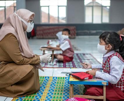 """Pierwszy dzień szkoły """"bezterminowo przełożony"""" dla 140 mln pierwszoklasistów na całym świecie"""
