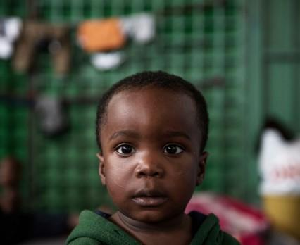 UNICEF, IOM: W drodze do Europy nawet 75% dzieci-uchodźców doświadcza nadużyć iwykorzystania