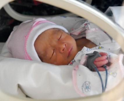 Świat nie radzi sobie w walce o zdrowie i życie noworodków, alarmuje UNICEF