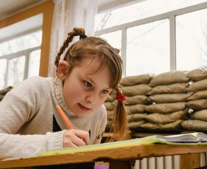 200 000 dzieci we wschodniej Ukrainie wymaga wsparcia psychologicznego